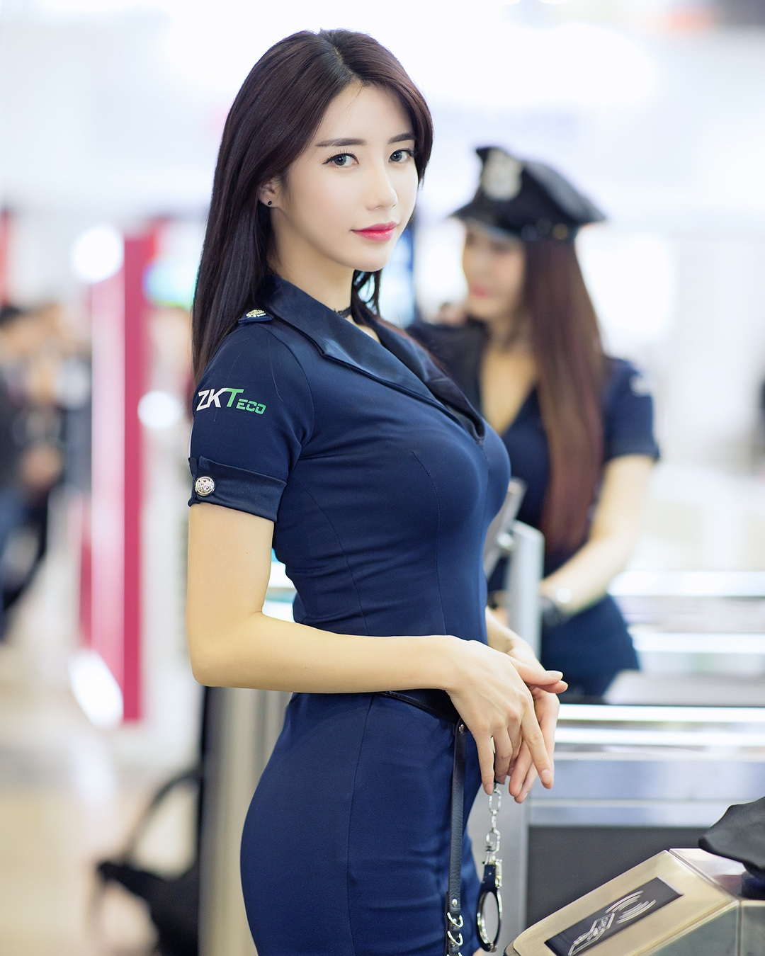 racing model Im sola hot police cosplay in the airport