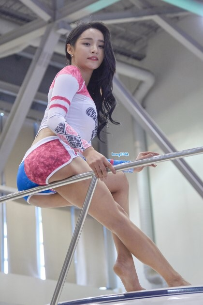 圧倒的な美脚を見せつける韓女Seo yeon様の画像