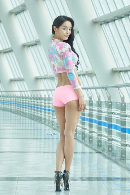 釜山国際ボートショーモデルソヨンの美脚 12