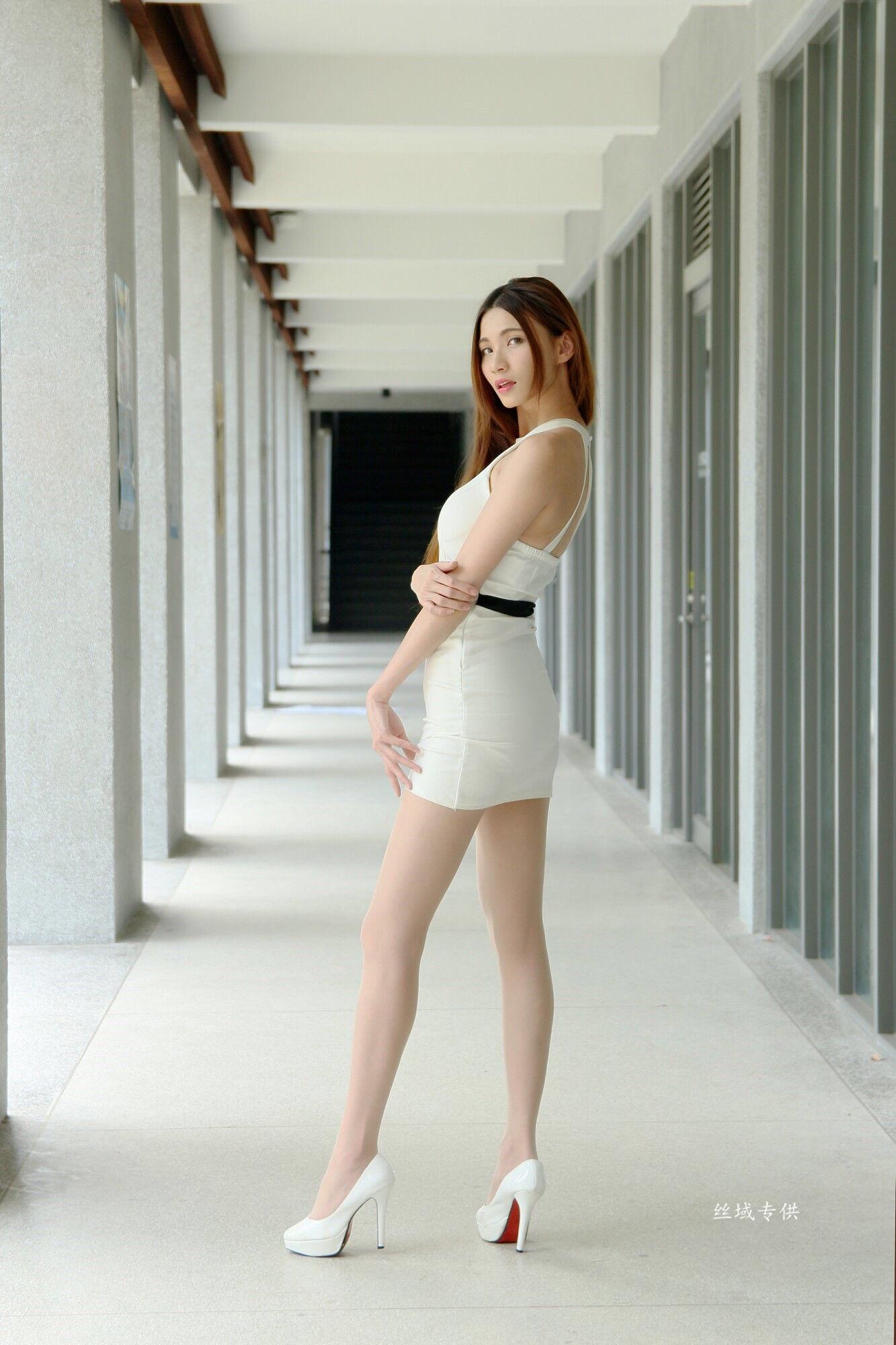 ヒール足がセクシーなCandice 2
