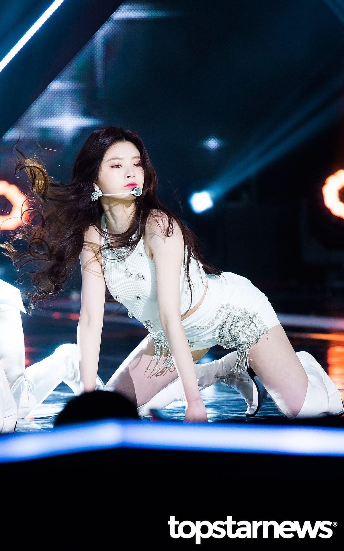 K-popアイドルeverglowのYiren 13