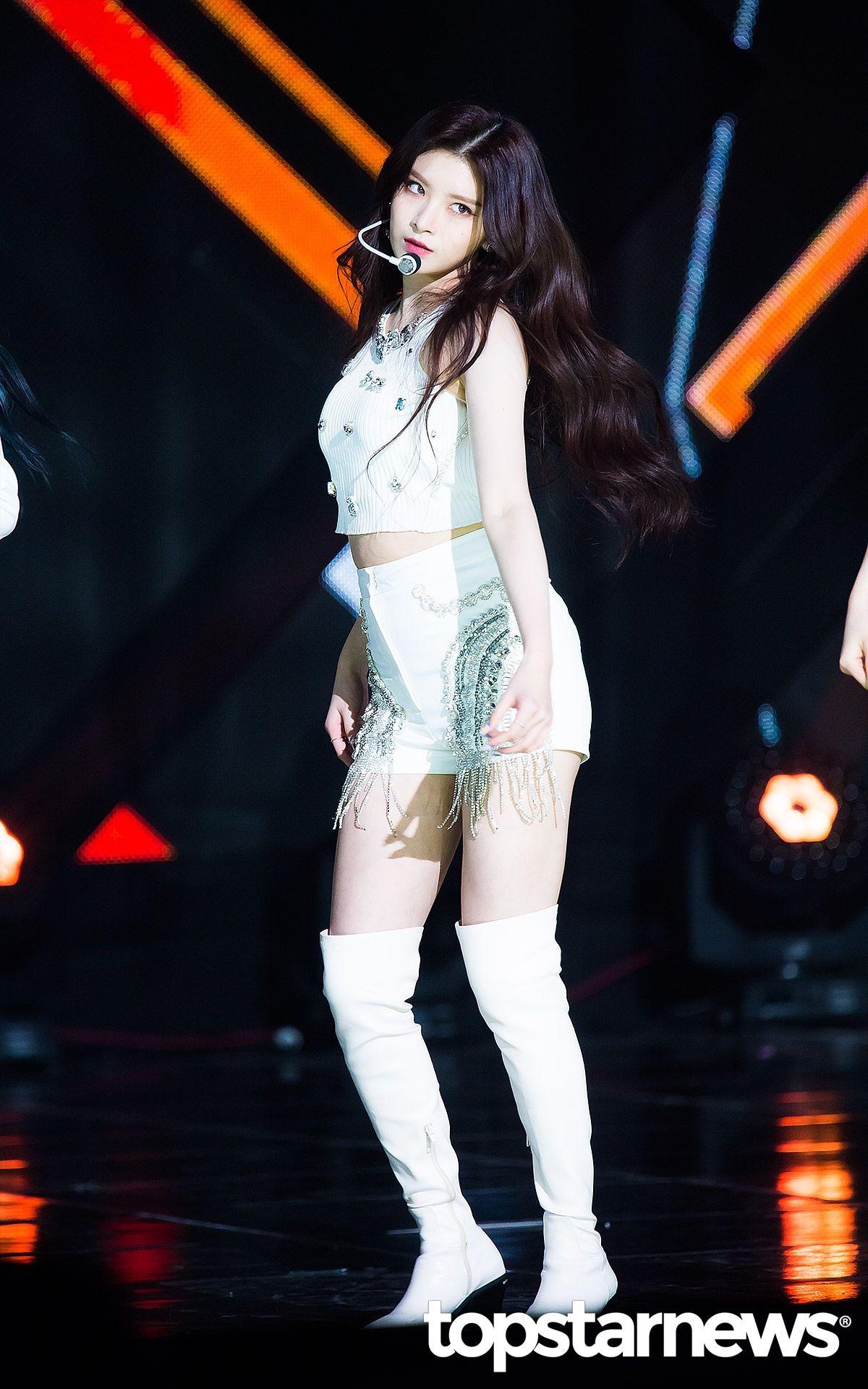 K-popアイドルeverglowのYiren 19