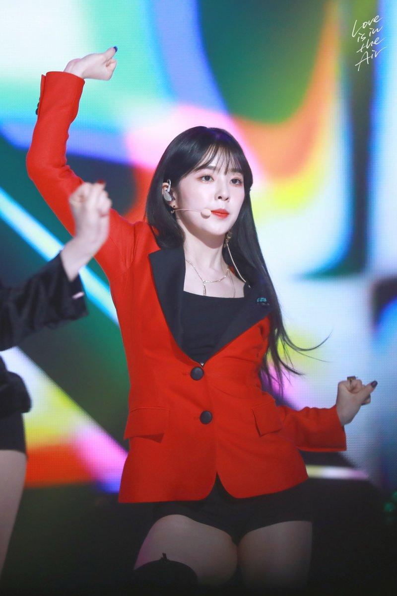K-popアイドルアイリーンの美脚 8