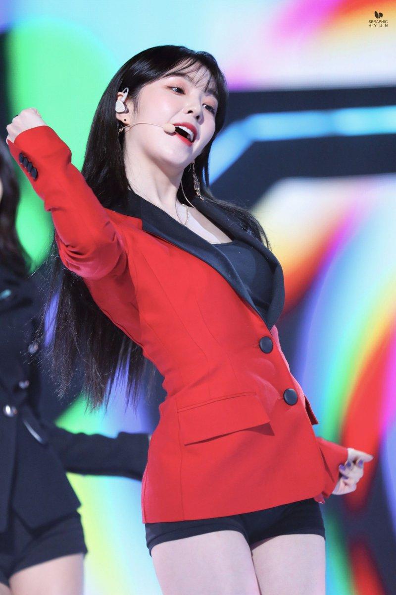 K-popアイドルアイリーンの美脚 5
