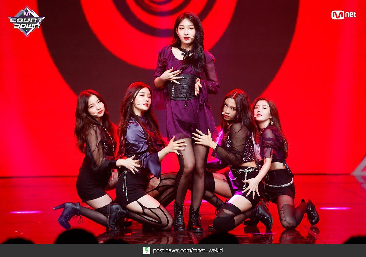 k-popアイドルIZ*ONEのパンスト足 3