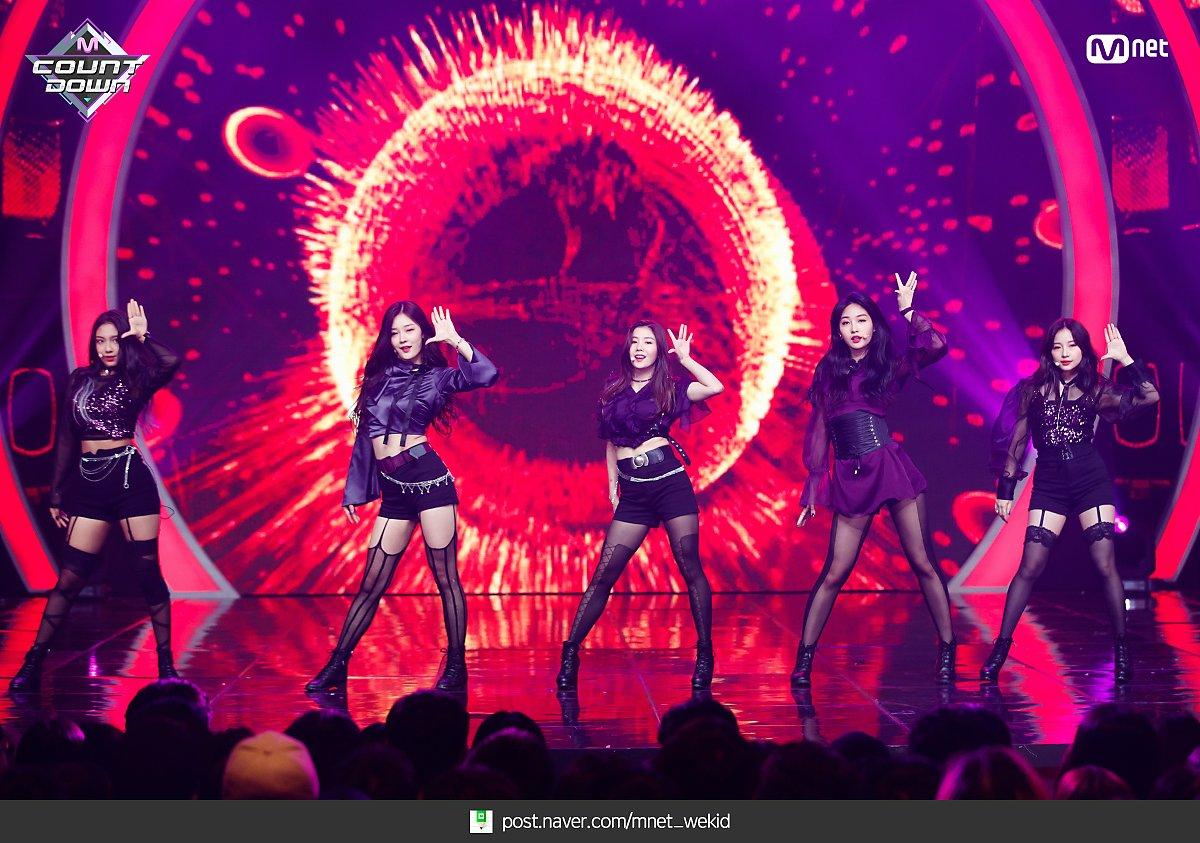 k-popアイドルIZ*ONEのパンスト足 6