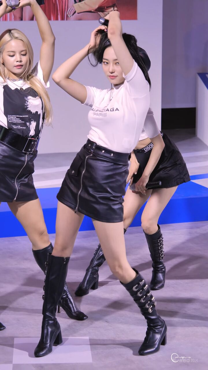clc yeeunの巨乳 4