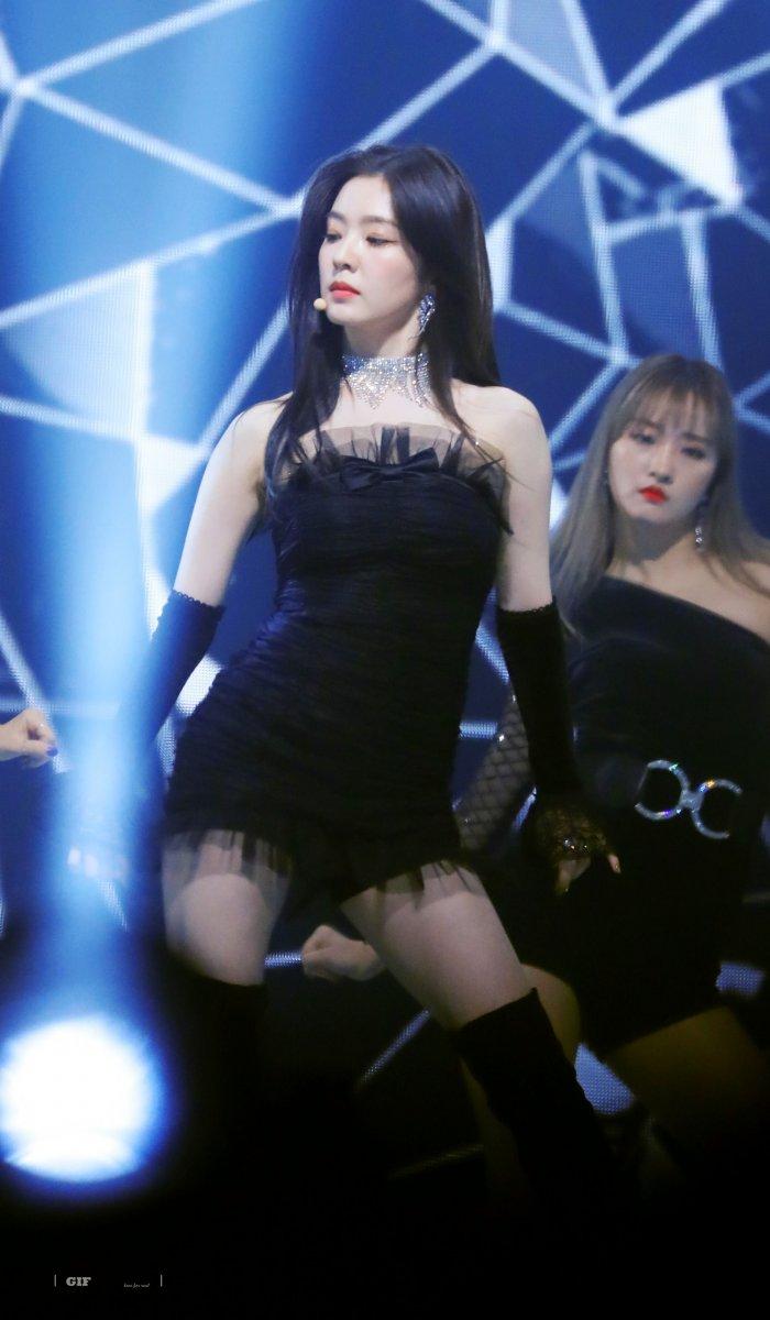 黒いドレスがセクシーなRed velvet Irene 2
