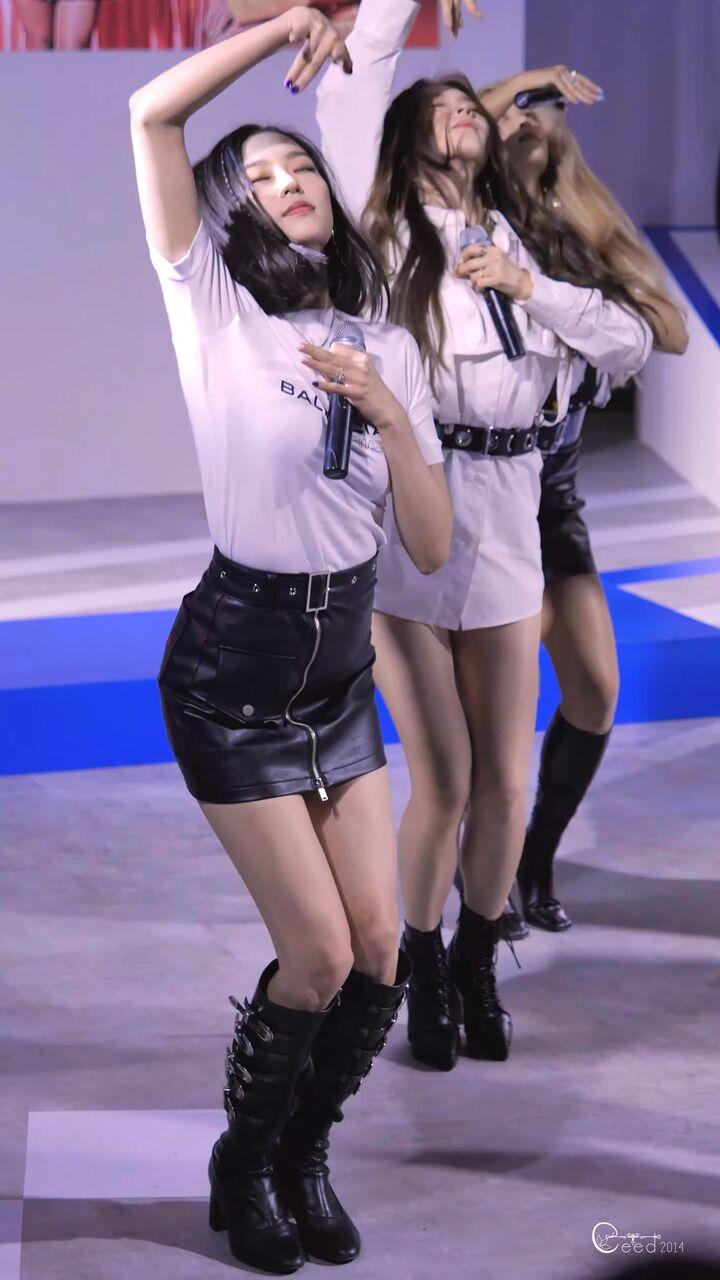 clc yeeunの巨乳 10