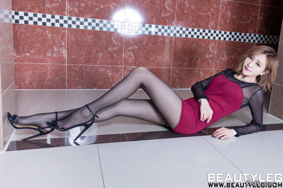 セクシーなパンスト美脚を見せるBEAUTYLEG lucy 31