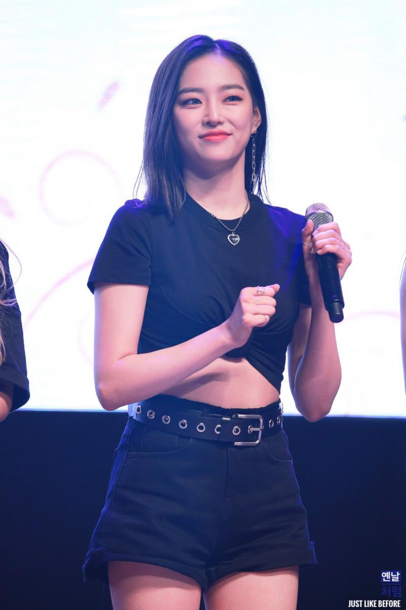 セクシーなKpopアイドルclc yeeun 7