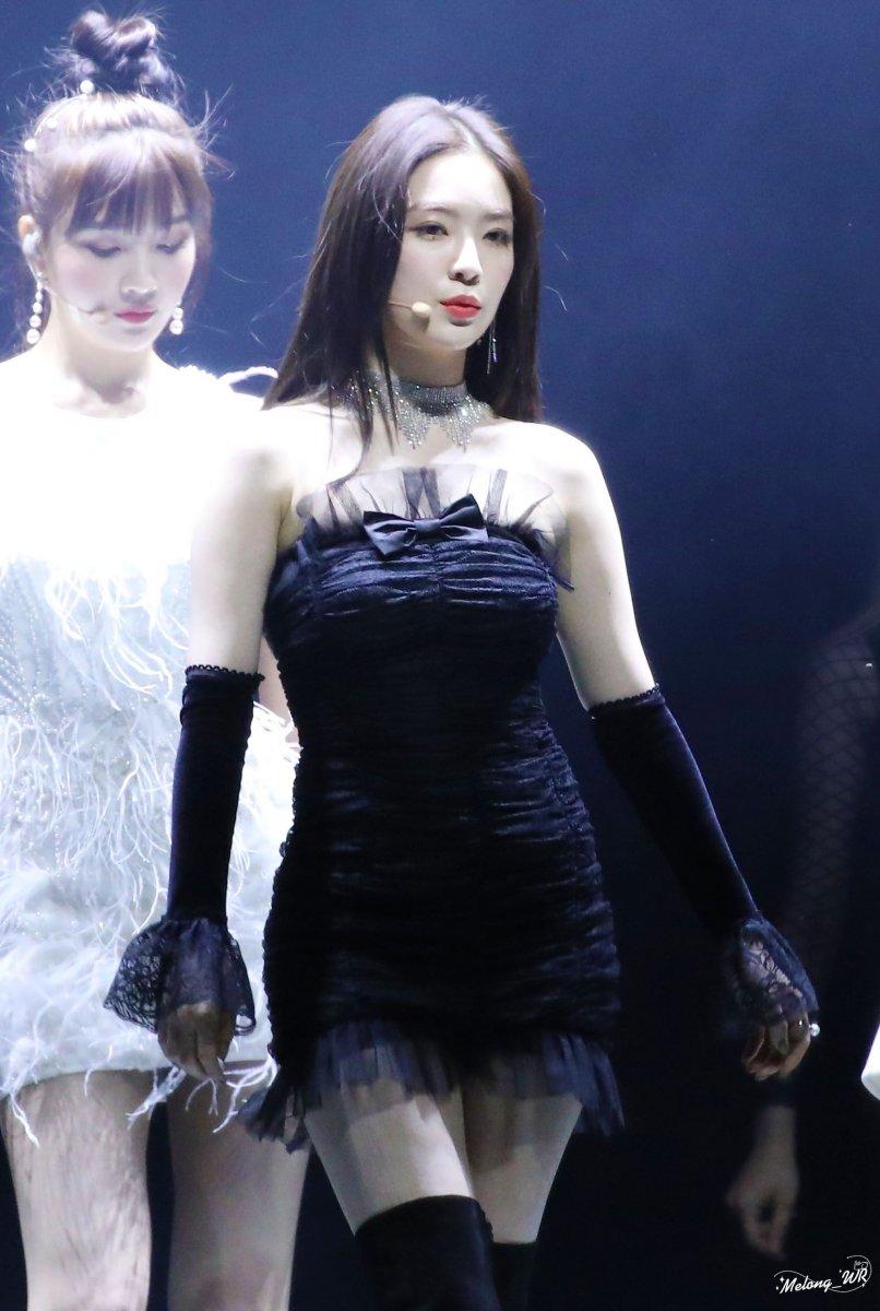 黒いドレスがセクシーなRed velvet Irene 15