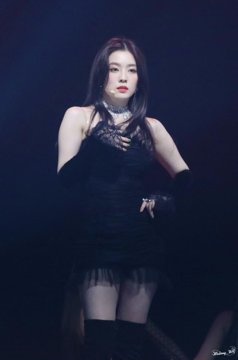 黒いドレスがセクシーなRed velvet Irene 14