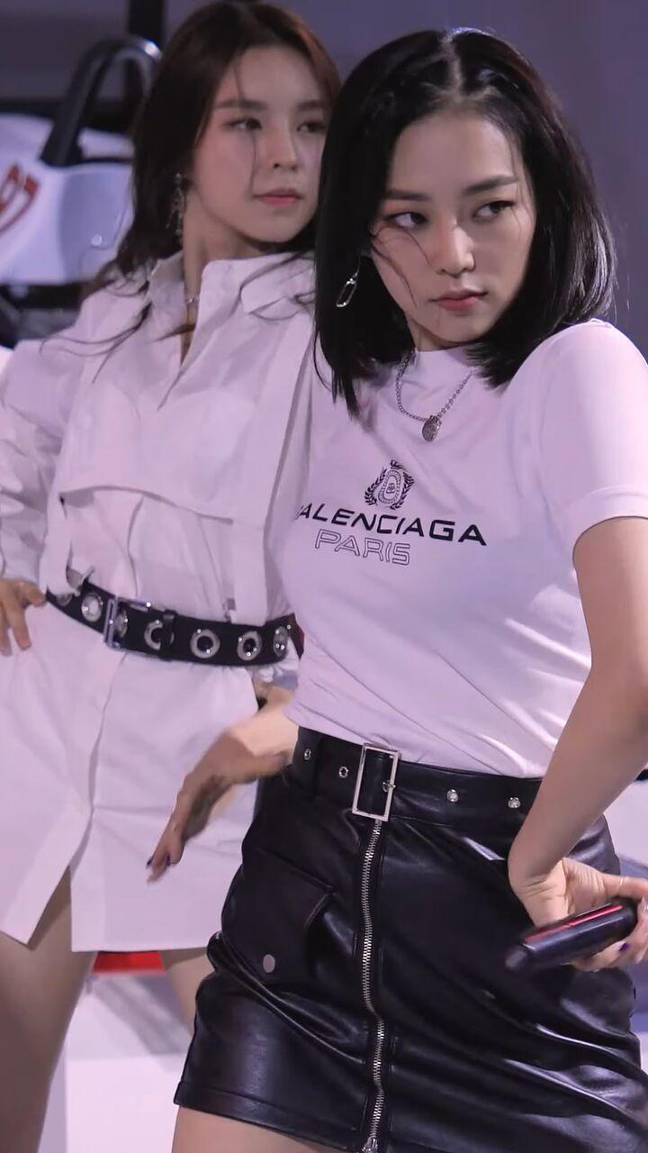 clc yeeunの巨乳 18