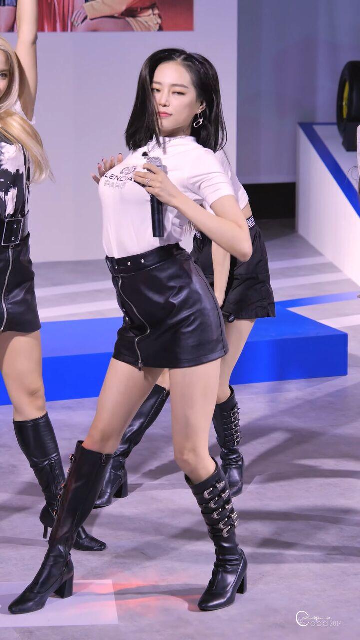 clc yeeunの巨乳 7