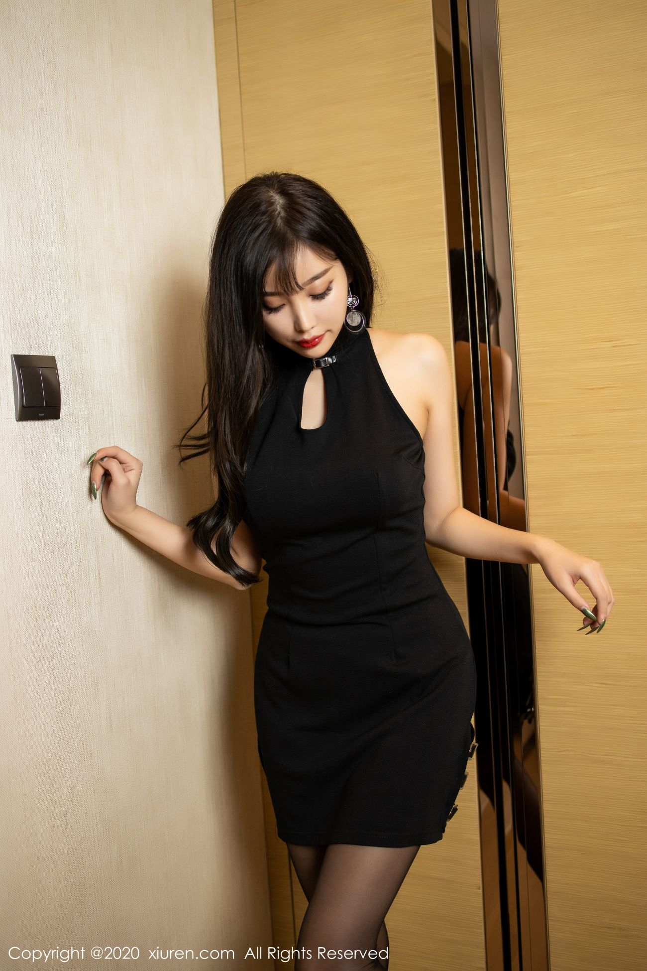 魅惑黑丝内衣之下的诱人娇躯 7